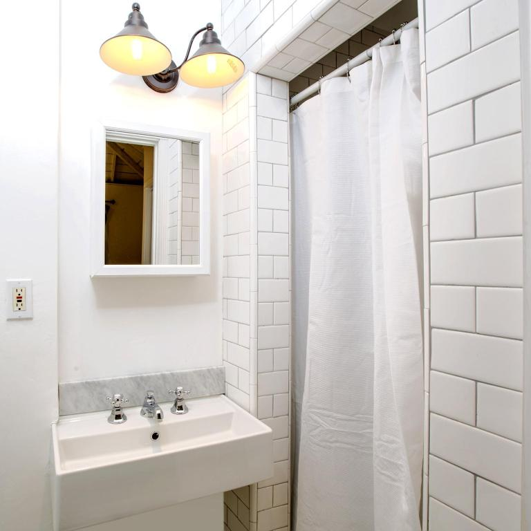Bathroom Hollywood Luxury Cottage