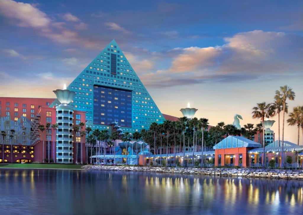 Book Now Walt Disney World Dolphin Hotel (Orlando, United States). Rooms Available for all budgets. Upscale rooms a lavish pool complex with water slide a white-sand beach and close proximity to Epcot make our guests jump for joy at the non-smoking Walt Disney World Dolphin