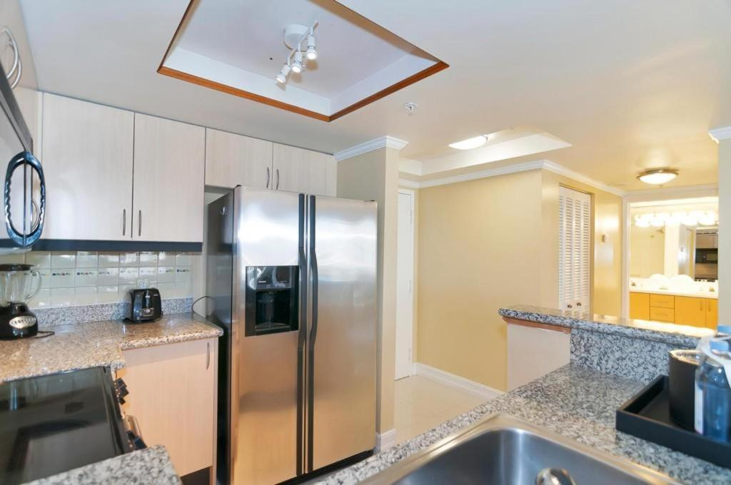 See all 6 photos Two-Bedroom Apartment in Miami, Coconut Grove # 909