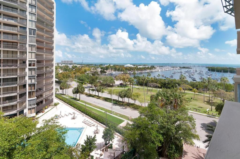 Two-Bedroom Apartment Two-Bedroom Apartment in Miami, Coconut Grove # 909