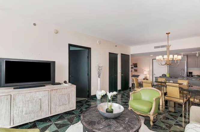 Two-Bedroom Apartment in Miami, Brickel # 3909