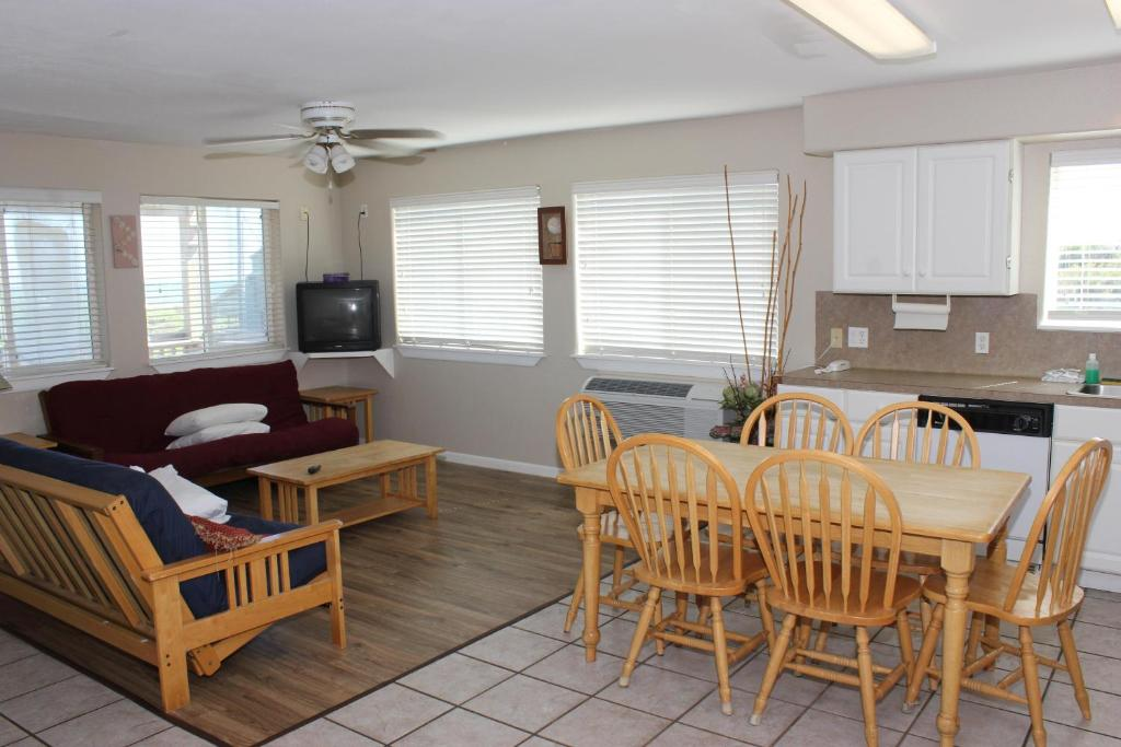 Two-Bedroom Apartment Beachgate 227 2BR