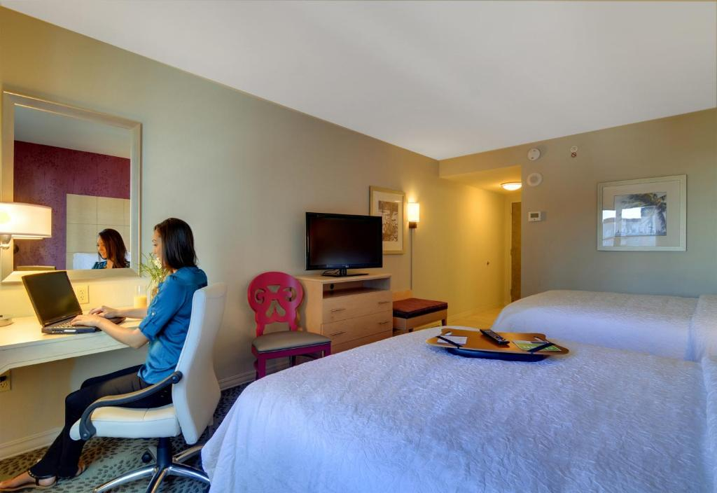 Book Now Hampton Inn & Suites Downtown Miami/Brickell (Miami, United States). Rooms Available for all budgets. Our guests enjoy a free hot breakfast a heated outdoor pool open year-round a drink from the lobby bar and rooms with free Wi-Fi at the non-smoking Hampton Inn & Suites Downto