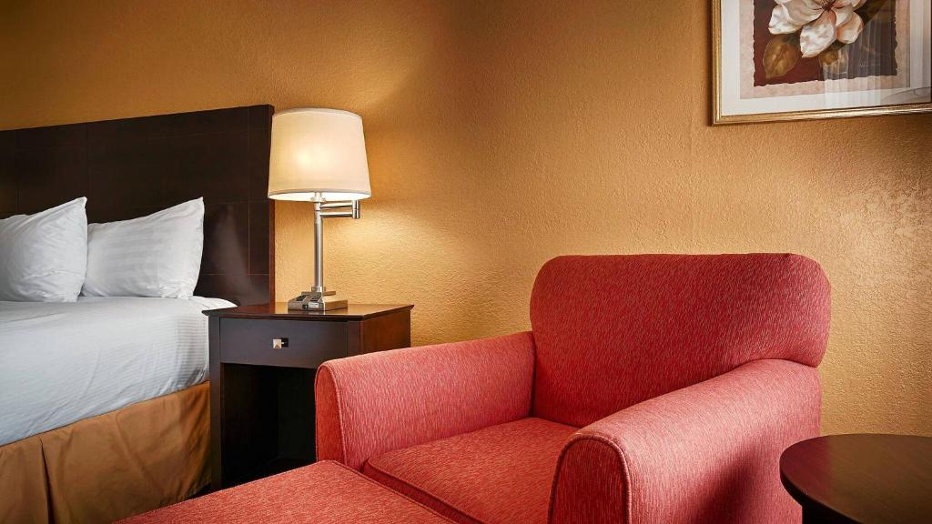Book Now Best Western Heritage Inn (Chattanooga, United States). Rooms Available for all budgets. With free Wi-Fi and a 24-hour on-site restaurant the Best Western Heritage Inn provides both convenience and value to our guests. The two-story 100-room hotel is pet friendly