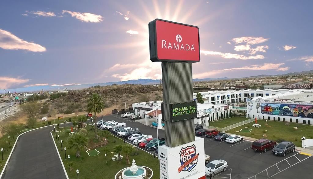 Book Now Ramada Kingman (Kingman, United States). Rooms Available for all budgets. Our guests are treated to free breakfasts and Wi-Fi along with a pet-friendly attitude at the Ramada Kingman which is just off the interstate. The adobe-style Ramada Kingman h