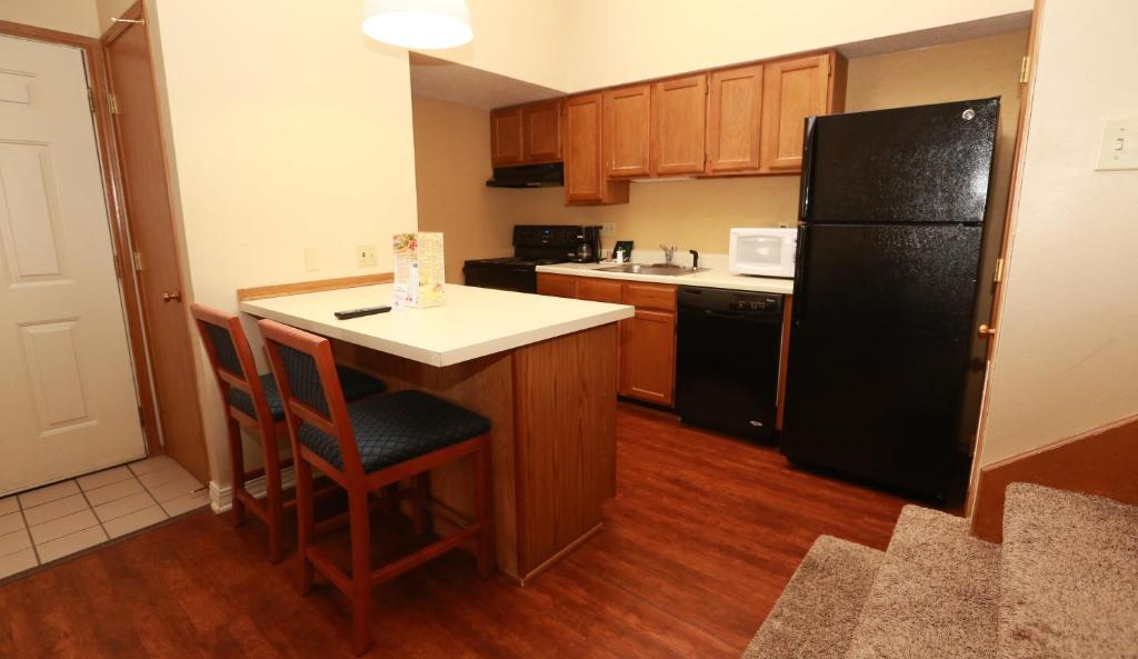 Book Now Sterling Hotel and Suites (Clive, United States). Rooms Available for all budgets. Welcome to Chase Suite Hotel by Woodfin Des Moines the lodging choice for the 21st century. It won't take long for you to experience the positive difference our full range of