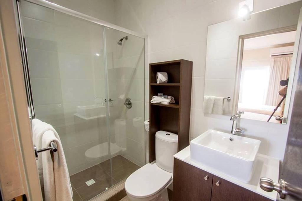 Budget King Room - No Window - pancuran Curacao Airport Hotel