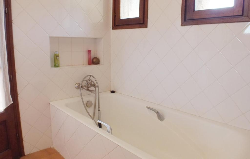 Badkamer Holiday Home San Giuliano with Sea View 06