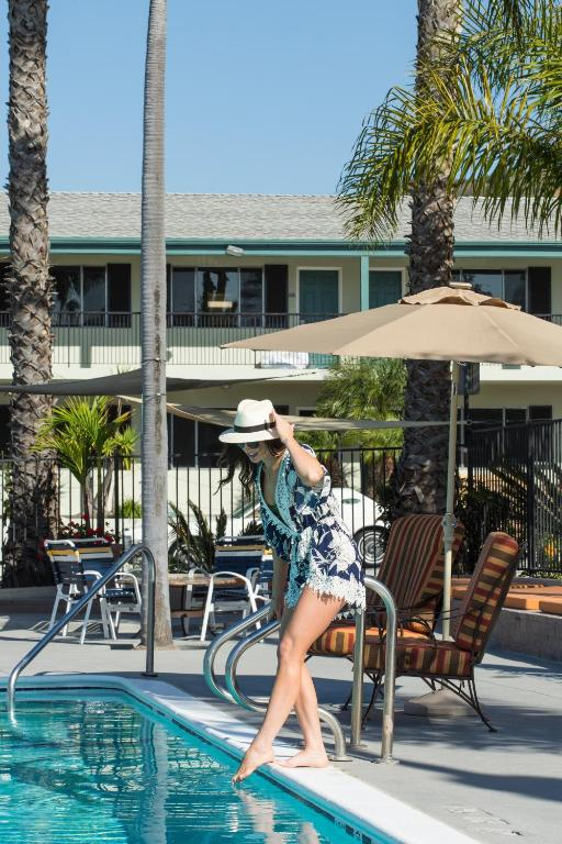 Book Now The Atwood Hotel San Diego - SeaWorld/Zoo (San Diego, United States). Rooms Available for all budgets. Along with the pool free Wi-Fi and appetizing on-site restaurants our guests on a mission to explore San Diego appreciate the The Atwood Hotel San Diego - SeaWorld/Zoo's conve
