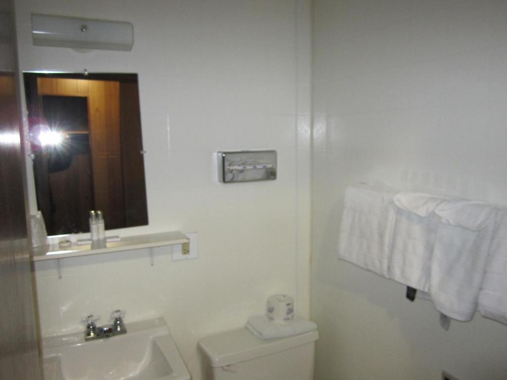 Bathroom Airport Chalet