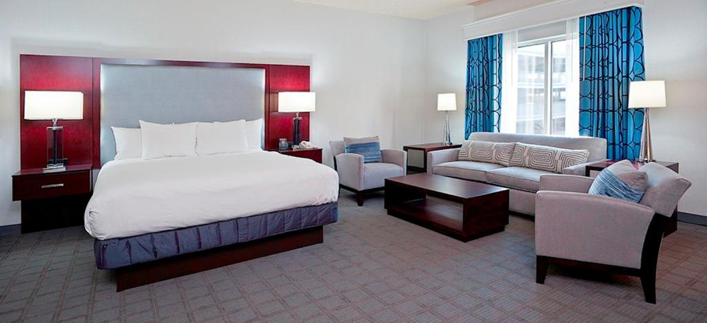 Book Now Hilton Scranton Hotel And Conference Center (Scranton, United States). Rooms Available for all budgets. A 50-foot lap pool airport shuttle service and multiple restaurants make the pet-friendly Hilton Scranton Hotel and Conference Center a popular choice among our guests in Scra