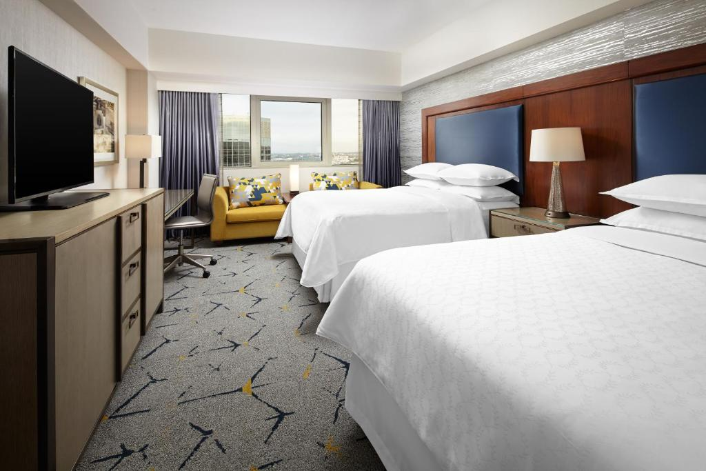 Book Now Sheraton Gateway Los Angeles (Los Angeles, United States). Rooms Available for all budgets. Poolside cabanas a deluxe gym and a business center make the Sheraton Gateway Los Angeles a great choice for our guests. All 802 rooms in the 15-floor hotel offer flat-panel T