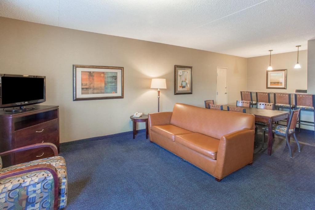 Days Hotel Mesa Country Club Mesa Az 333 West Juanita 85210