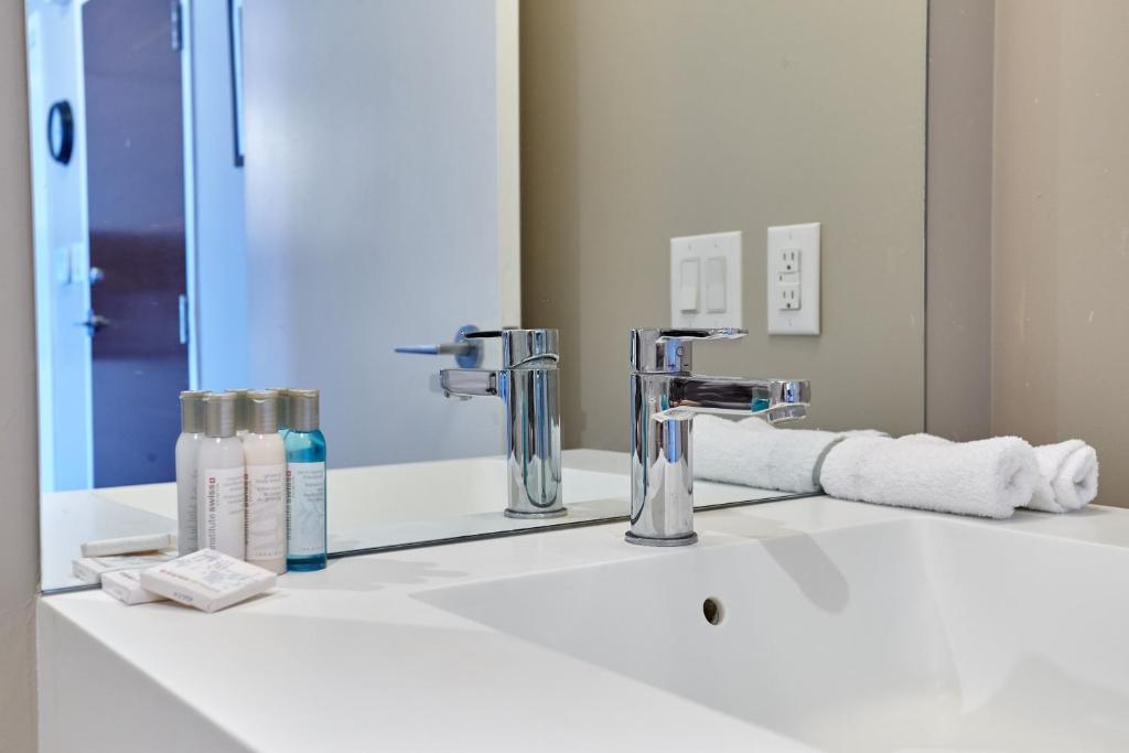 Bagno Atlas Suites Furnished Apartments- Rogers Center, Downtown Toronto