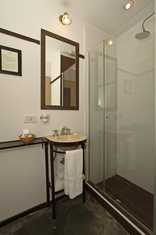 Small & Cozy Double Room - Bathroom