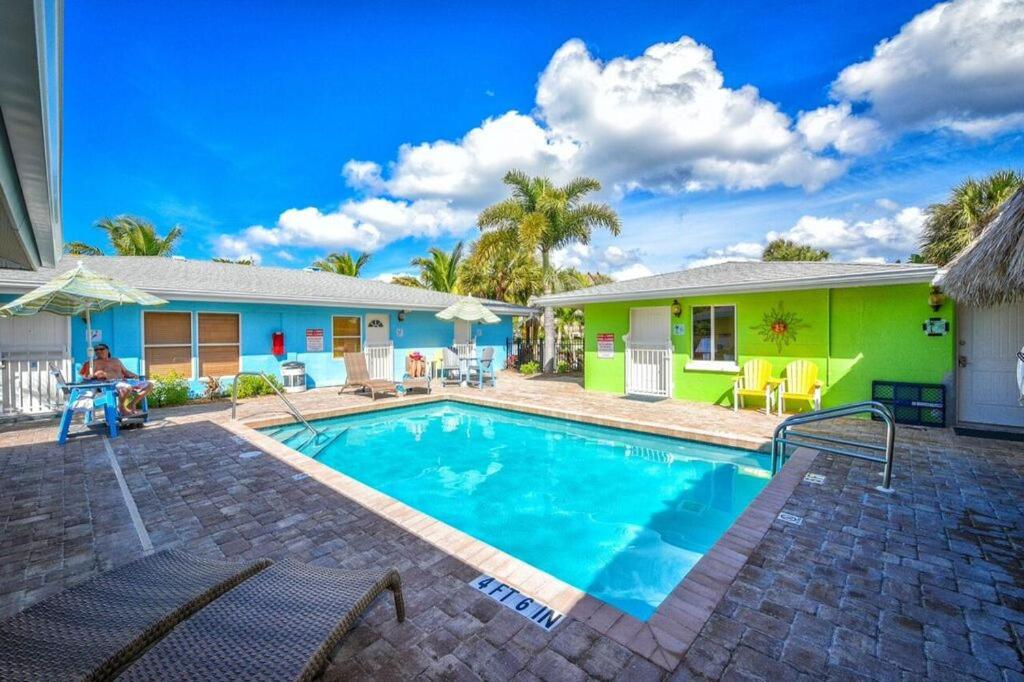 See all 6 photos Classic Siesta Key Beachfront Home