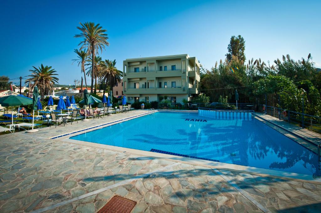 Swimming pool Rania Hotel Apartments