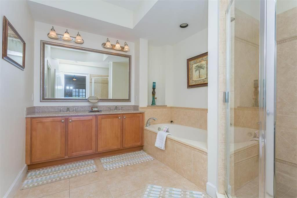 Bathroom Yacht Harbor 566