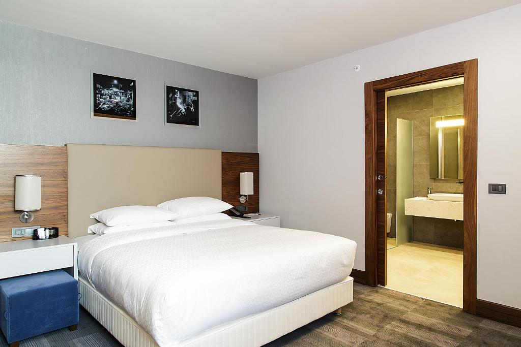 Bed Four Points By Sheraton Istanbul Dudullu