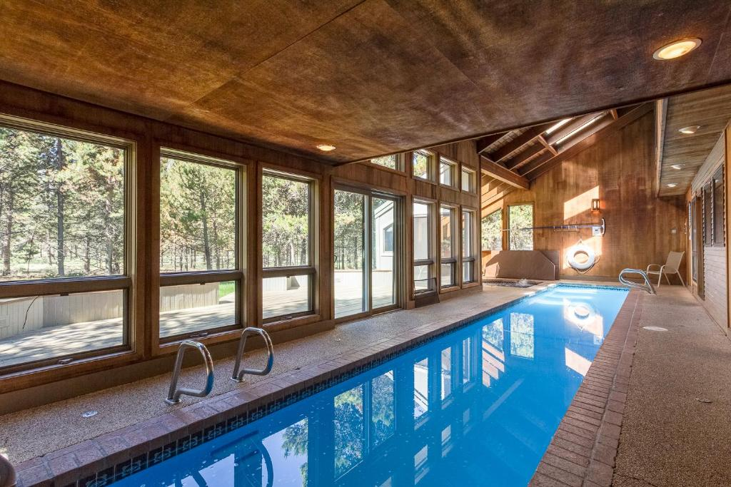 Piscina Yellow Pine 37 Holiday Home