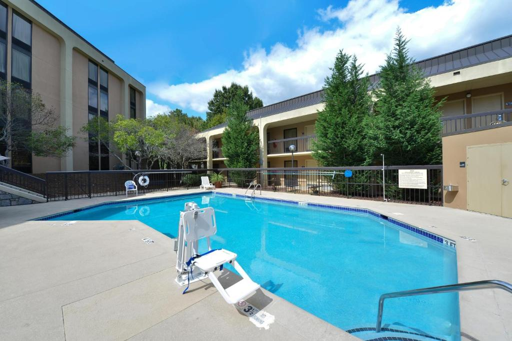 Book Now Wyndham Garden Marietta Atlanta North (Marietta, United States). Rooms Available for all budgets. Convenient to downtown and Six Flags White Water and offering free internet access and breakfast the Wyndham Garden Marietta Atlanta North strikes just the right chord with ou