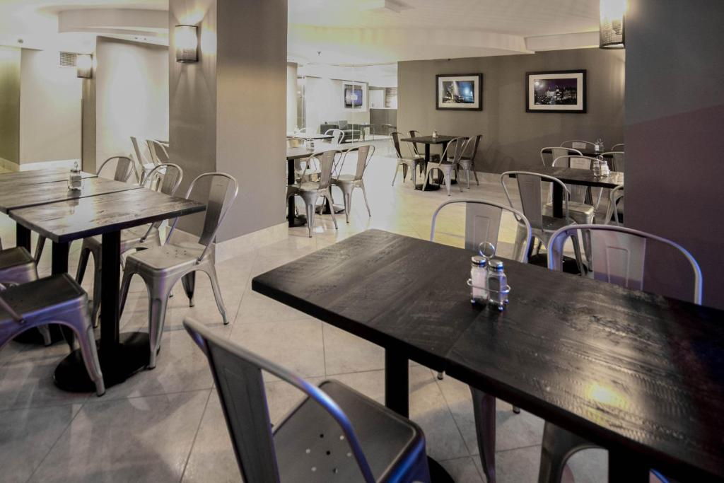 Book Now Hotel Faubourg Montreal Centre-Ville Downtown (Montreal, Canada). Rooms Available for all budgets. Hotel Faubourg Montreal Centre-Ville Downtown is a popular choice amongst travelers in Montreal (QC) whether exploring or just passing through. The hotel has everything you ne