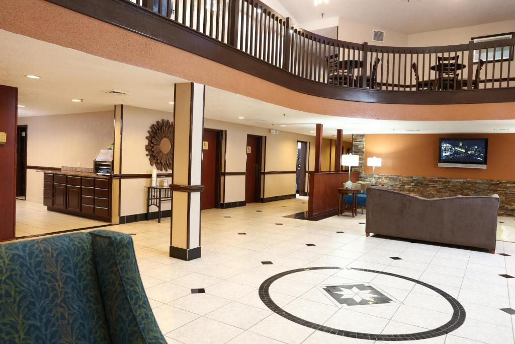 Book Now Best Western Hospitality Hotel & Suites (Grand Rapids, United States). Rooms Available for all budgets. Thanks to its airport location a great hot breakfast and large pool the non-smoking pet-friendly Best Western Hospitality Hotel & Suites is a good choice for our guests visiti