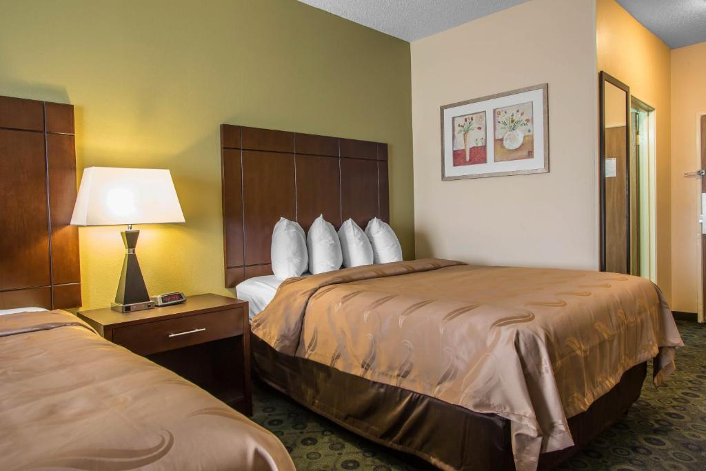 Book Now Quality Inn & Suites Bloomington (Bloomington, United States). Rooms Available for all budgets. Free Wi-Fi and breakfast await at the non-smoking Quality Inn & Suites Bloomington near downtown with easy access to the interstate and the zoo. At the three-story Quality Inn