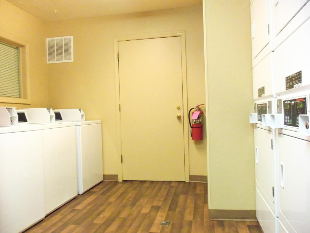 Book Now DuPont Suites (Louisville, United States). Rooms Available for all budgets. Our guests appreciate the free local calls and fully equipped in-room kitchens at the non-smoking Dupont Suites The Dupont has 66 non-smoking rooms on three floor and all acco