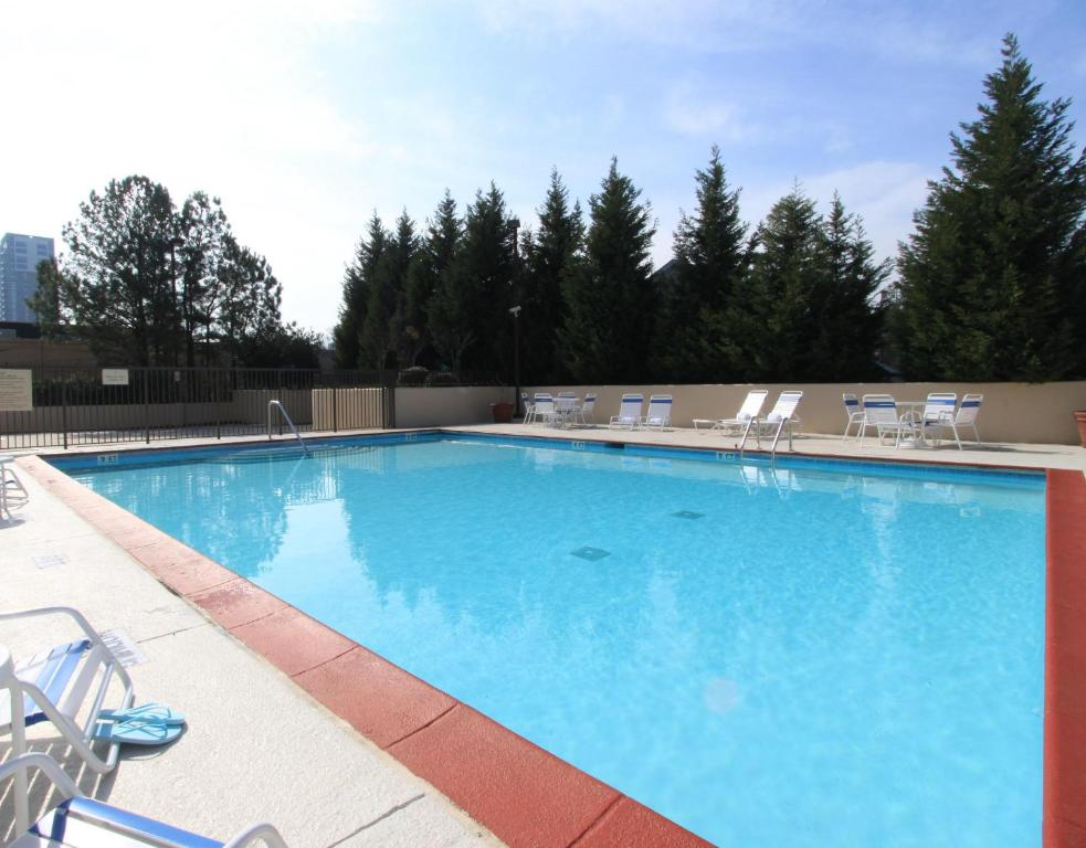 Book Now Hampton Inn Atlanta-Buckhead (Atlanta, United States). Rooms Available for all budgets. A sparkling outdoor pool free breakfast and complimentary internet please our guests at the non-smoking Hampton Inn Atlanta Buckhead. The mid-rise non-smoking Hampton Inn hous