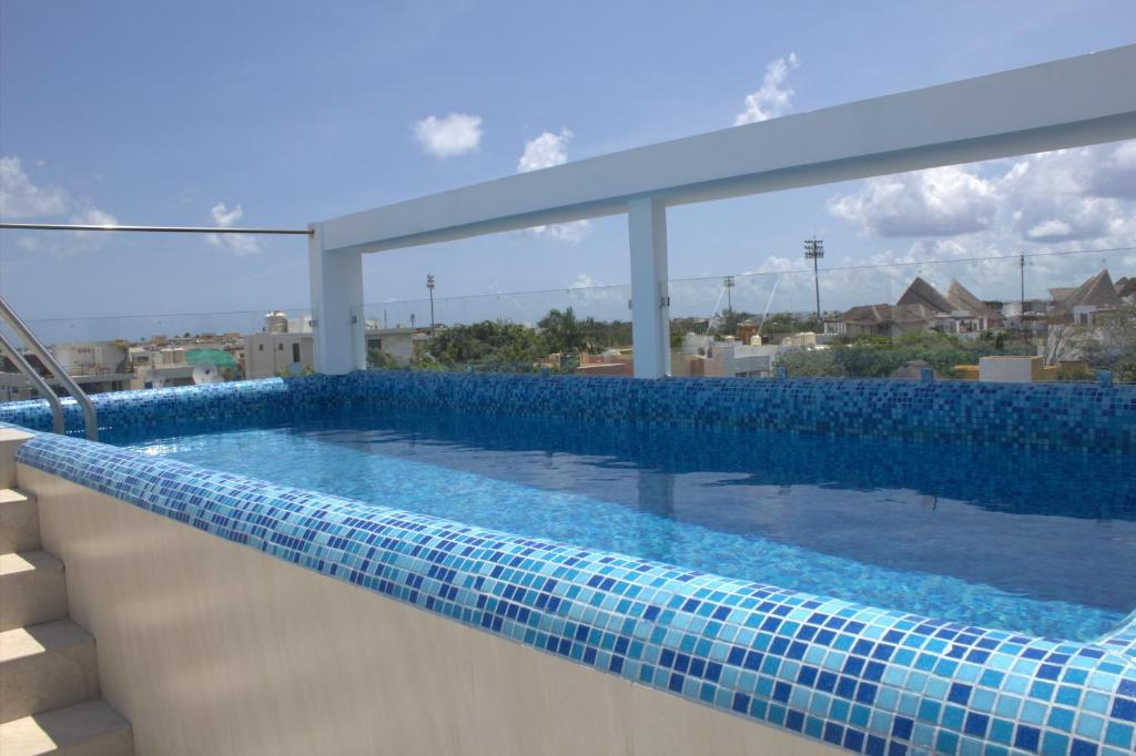 Swimming pool Menesse 25 & 26 by KVR