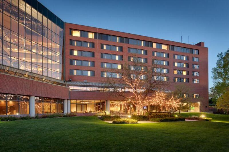 Book Now Salt Lake City Marriott University Park (Salt Lake City, United States). Rooms Available for all budgets. Mountain views a year-round swimming pool and a well-equipped fitness room are selling points at the non-smoking Salt Lake City Marriott University Park. The seven-story Marri