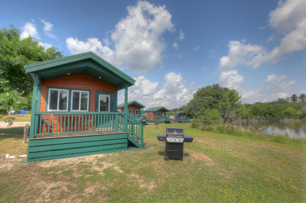 Lake Conroe Queen Studio Cabin 12