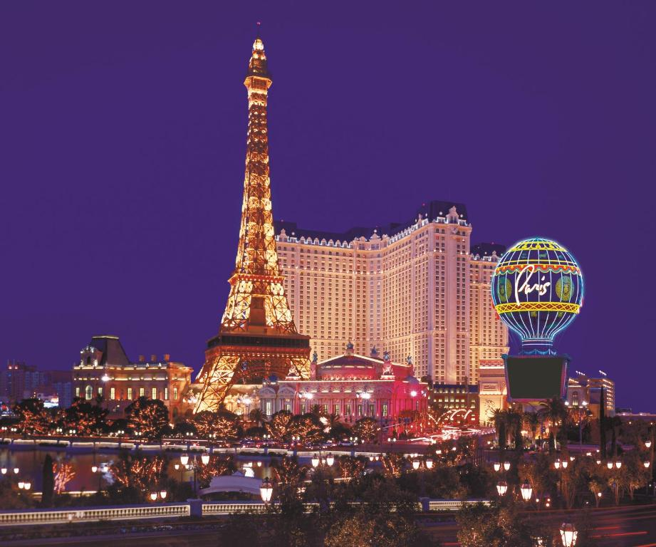 Book Now Paris Las Vegas (Las Vegas, United States). Rooms Available for all budgets. Located on the Las Vegas Strip this hotel and casino features a rooftop pool indoor mall and replicas of several Paris attractions including the Eiffel Tower.Paris Las Vegas r