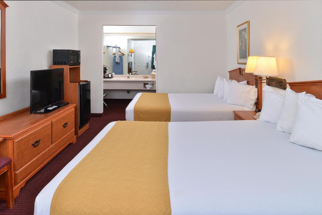 Book Now Quality Inn Klamath Falls (Klamath Falls, United States). Rooms Available for all budgets. The indoor pool free Wi-Fi and breakfast and setting near Kiger Stadium climb high on the list of fab features at the Quality Inn Klamath Falls. All 52 smoking and non-smoking