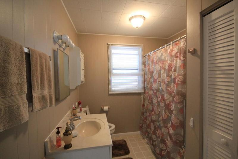 Two-Bedroom Holiday Home - Bathroom Pearl Street Apartment 106