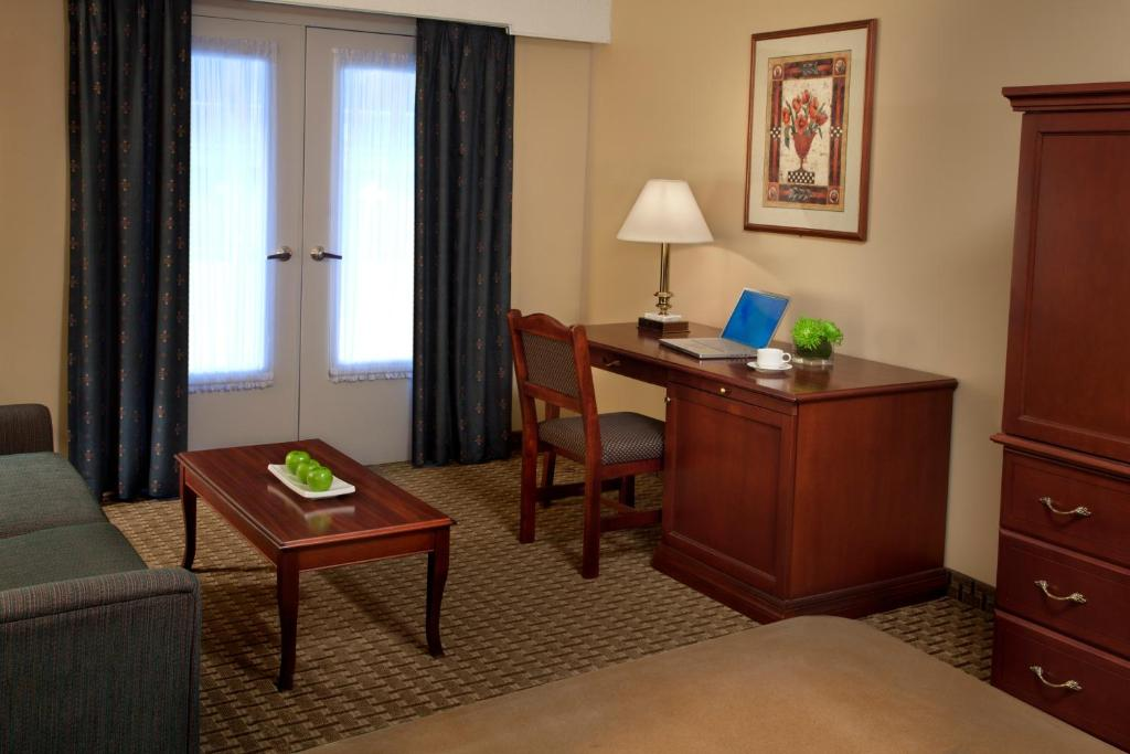 Book Now Travelodge Ottawa West (Ottawa, Canada). Rooms Available for all budgets. Free Wi-Fi comfy accommodations on-site dining and an expansive indoor water park with a pool and slide are among the amenities our guests enjoy at the non-smoking Travelodge