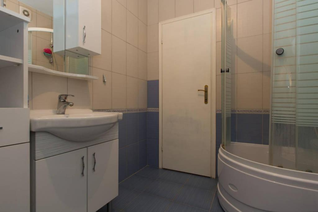 Baño Apartment Avde Hume 4