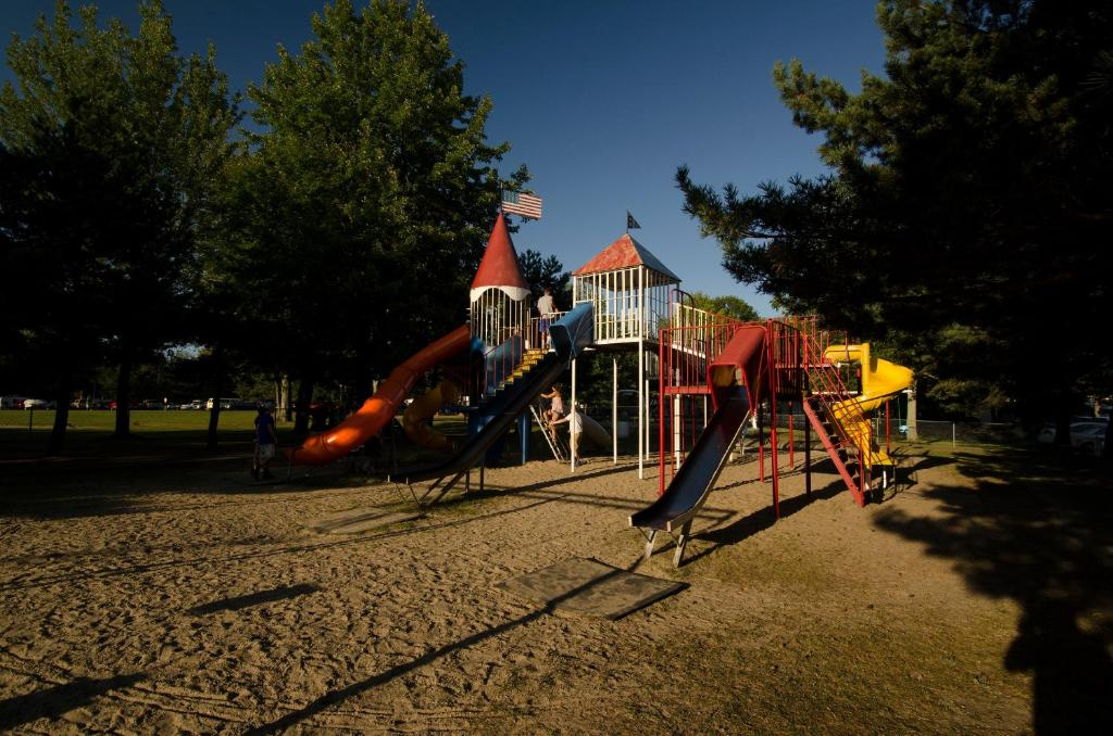 Brennan Beach Lakeview Park Model 1
