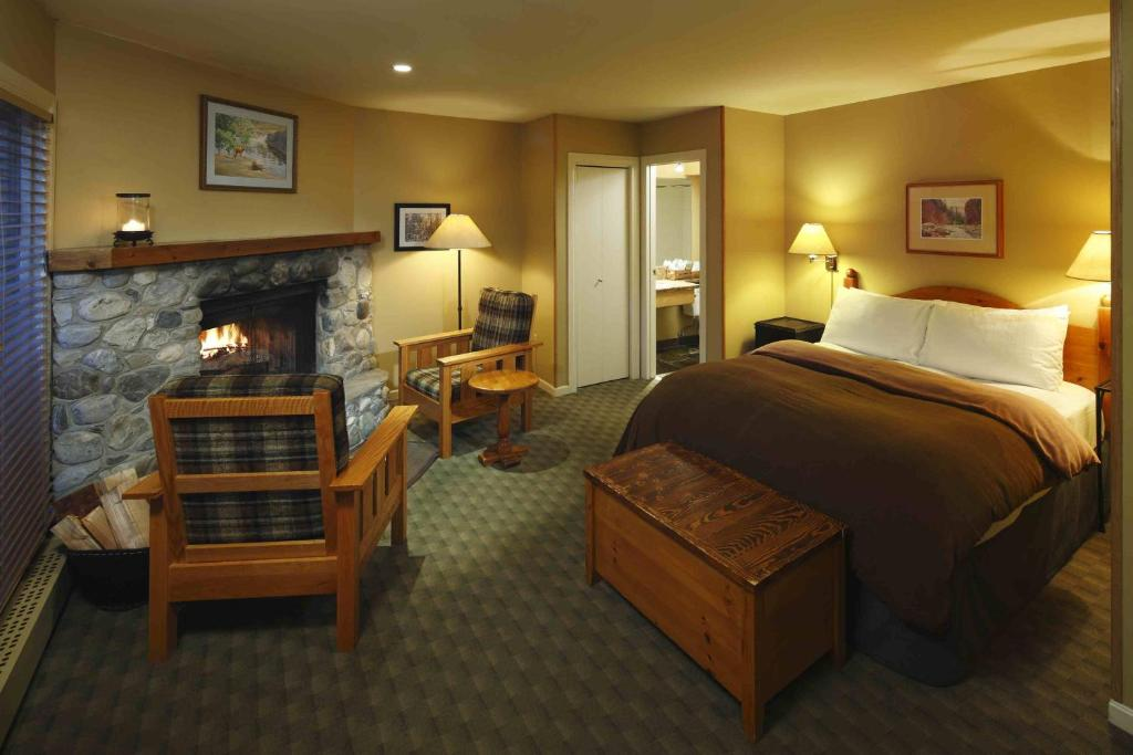 Book Now Emerald Lake Lodge (Field, Canada). Rooms Available for all budgets. Located in the Yoho National Park surrounded by the Rocky Mountains Emerald Lake Lodge features rooms with wood burning fireplaces. An outdoor hot tub 3 restaurants and a