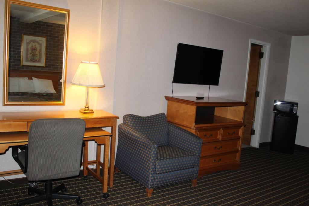 Book Now Motel 6 Grand Rapids MI - Northeast (Grand Rapids, United States). Rooms Available for all budgets. Located 5 minutes' drive from Fifth Third Ballpark this Grand Rapids motel provides free Wi-Fi.Cable TV is provided in every room at Motel 6 Grand Rapids.  For convenience