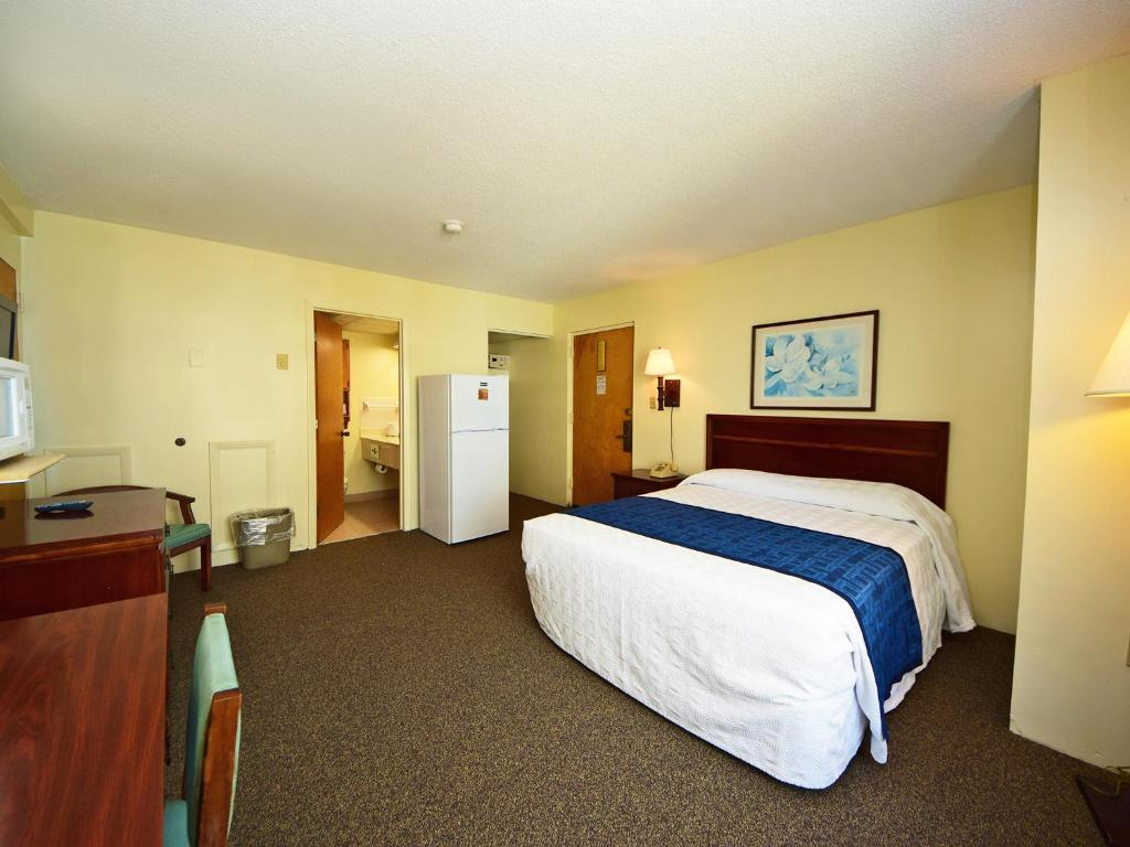 1 Room Side Ocean View with 1 Queen Bed - T8 - Camera