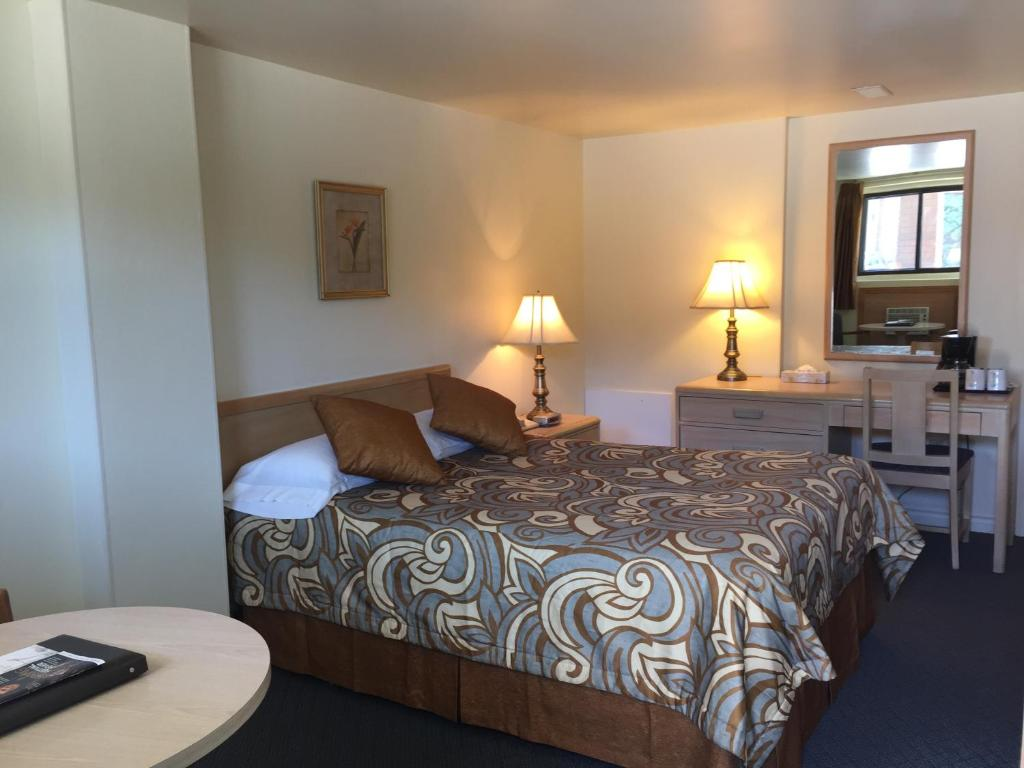 Book Now Motel Du Chevalier (Gatineau, Canada). Rooms Available for all budgets. Located is Gatineau and less than 10 km from the Ottawa city center Motel Du Chevalier offers multilingual guest support and an outdoor pool. Free WiFi is available throughout