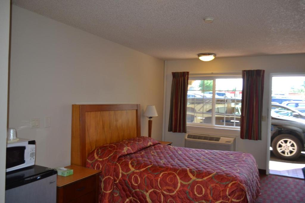 hotel skyway inn seatac in seatac washington 12 photos. Black Bedroom Furniture Sets. Home Design Ideas