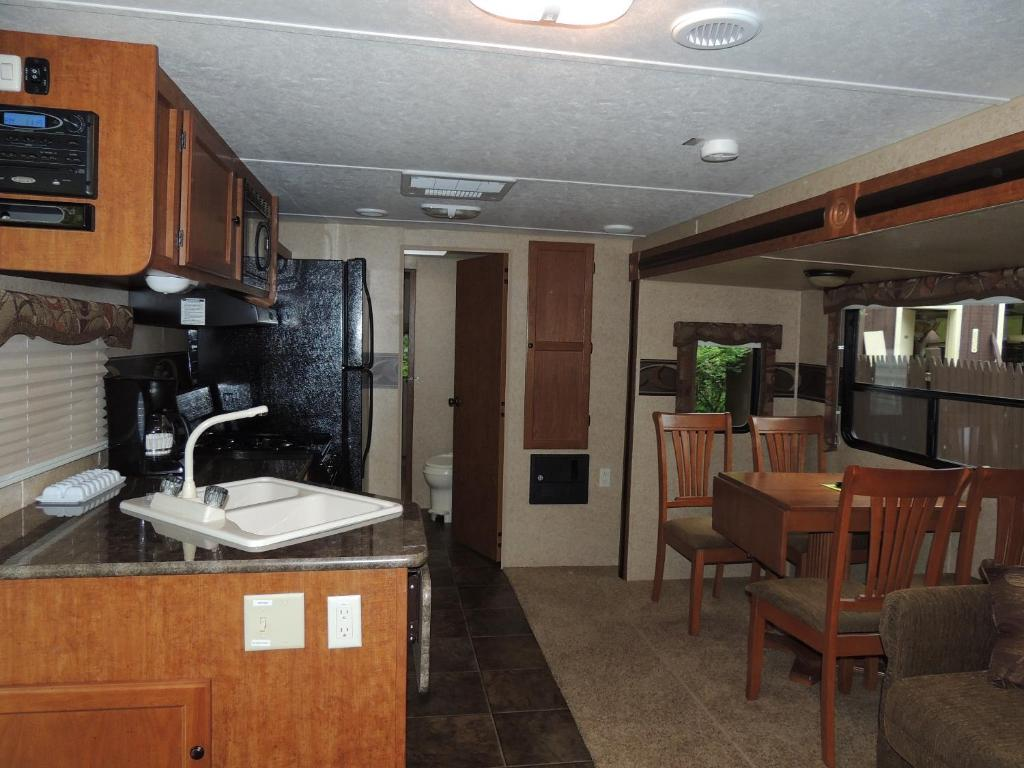 Two-Bedroom Trailer Lake George Escape 40 ft. Premium Travel Trailer 37