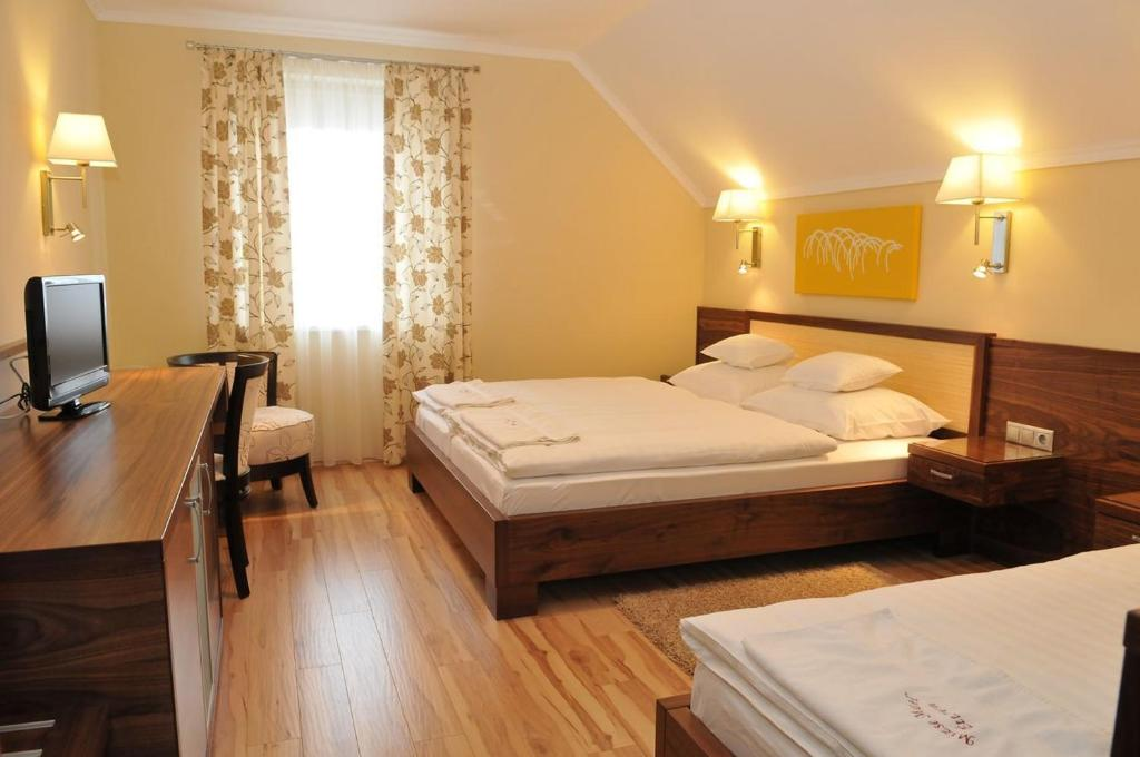 Superior Double or Twin Room - Guestroom Mizse Motel