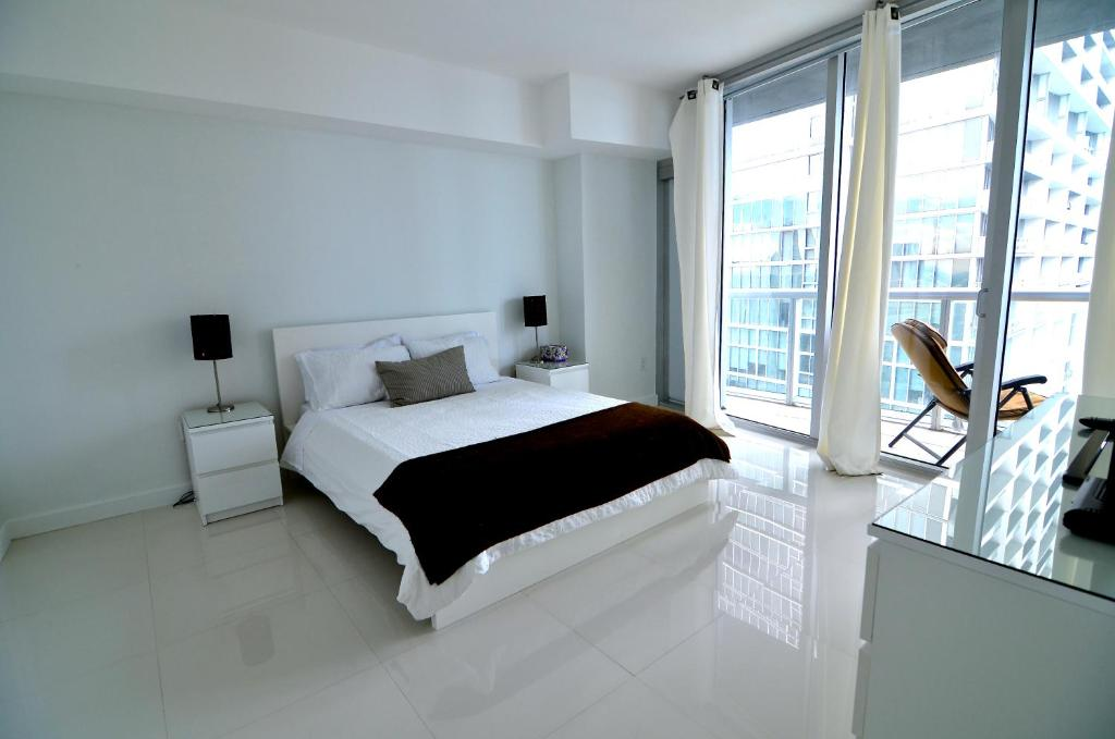 One Bedroom Apartment with City Views - Guestroom