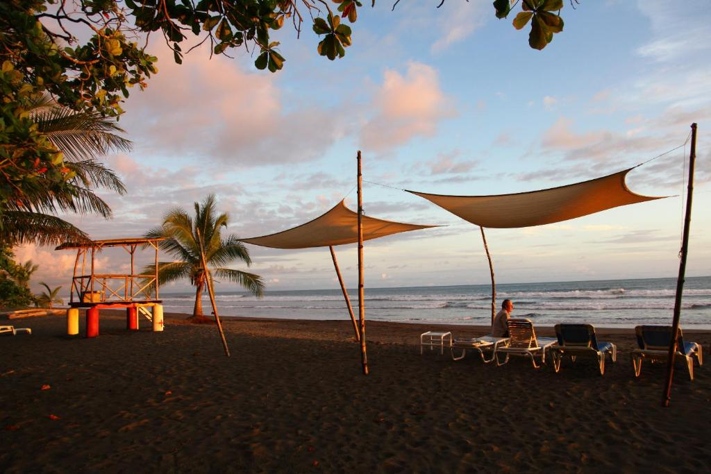 pantai Rafiki Beach Camp