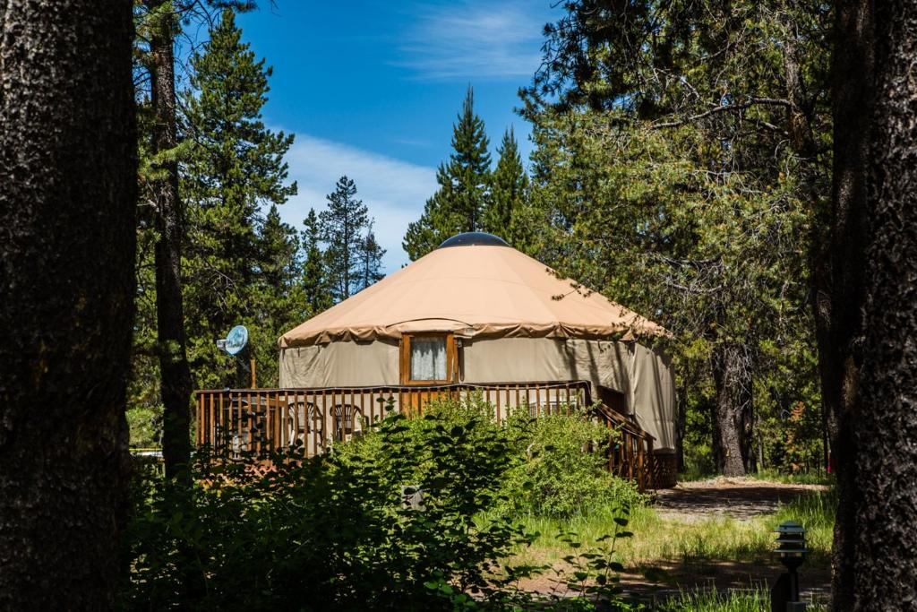 Bend-Sunriver Camping Resort 24 ft. Yurt 16