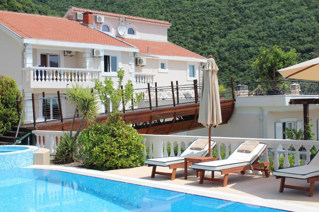 Swimming pool Apartments Monte Aria